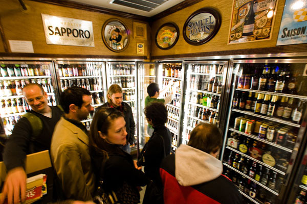 Choose from 800+ beers at The Foodery